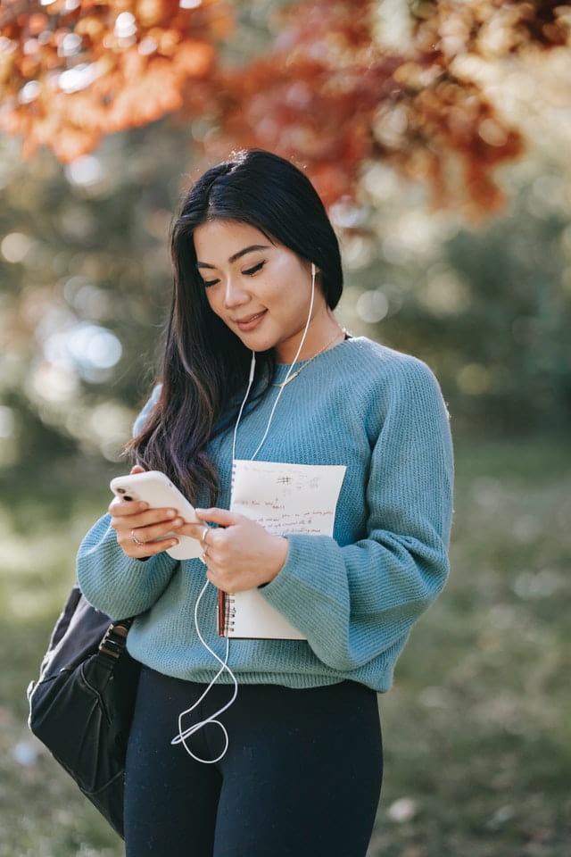 girl listening the music
